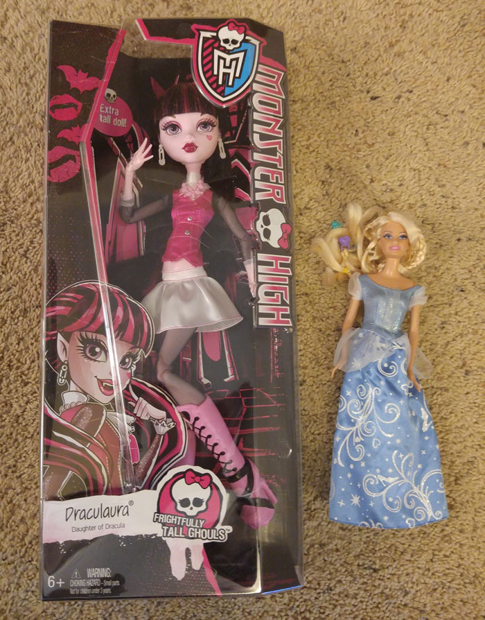 Monster-High-Draculaura-Doll-Barbie-size-comparison