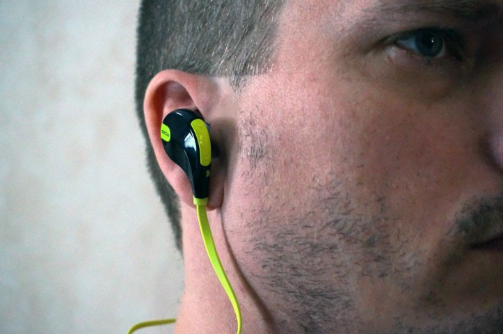 Smarteck-QY7-Bluetooth-Headphones-In-Ear-Wear