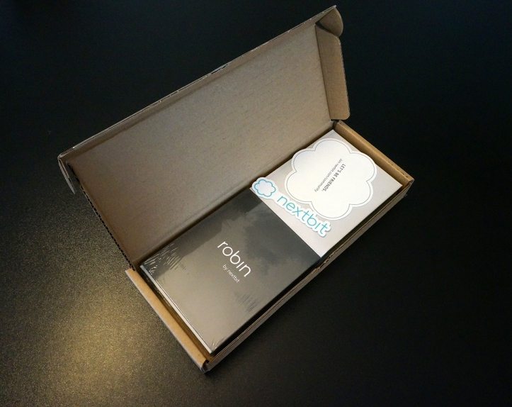 Nextbit-Robin-inside-box