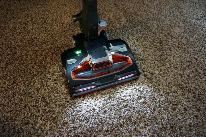Shark-DuoClean-Ultralight-Vacuum-HV382-lights