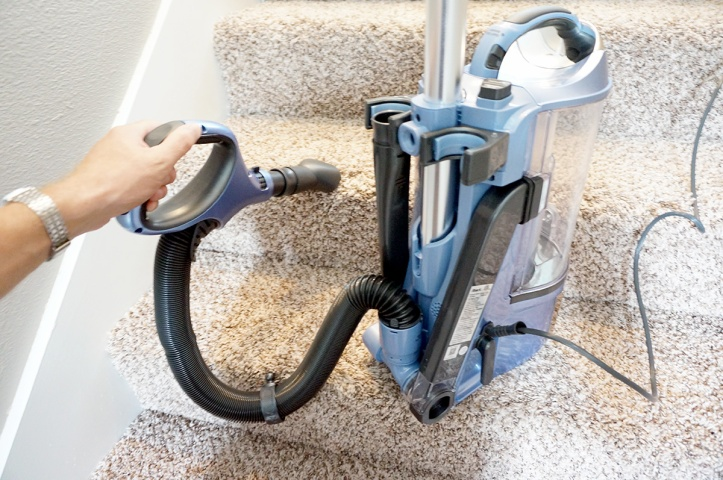 SharkNinja-Vacuum-Shark-Rotator-NV642-Stair-Cleaning